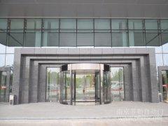 南京豪華兩翼自動旋轉門案例_南京江寧會展中心項目圖片